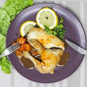 Pollo asado en su jugo con patatas al pimentón